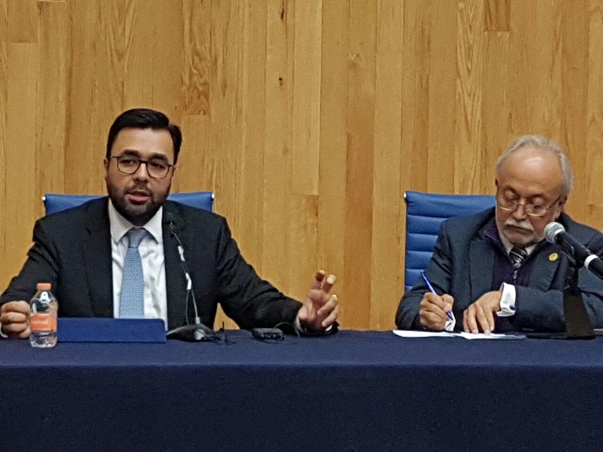 Gabriel Contreras, presidente del IFT, y Guillermo Orozco, responsable de la Cátedra de la UNESCO sobre Alfabetización Mediática Informacional de la Universidad de Guadalajara